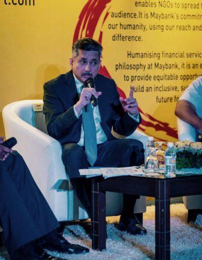 Eddie Razak making a point at the launch of MaybankHeart – Nov 2016